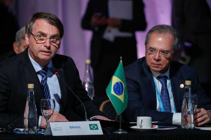 Bolsonaro estuda a criação de empregos com menos direitos