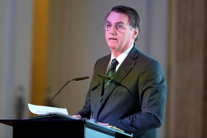 Bolsonaro diz que não vai cumprimentar presidente eleito da Argentina