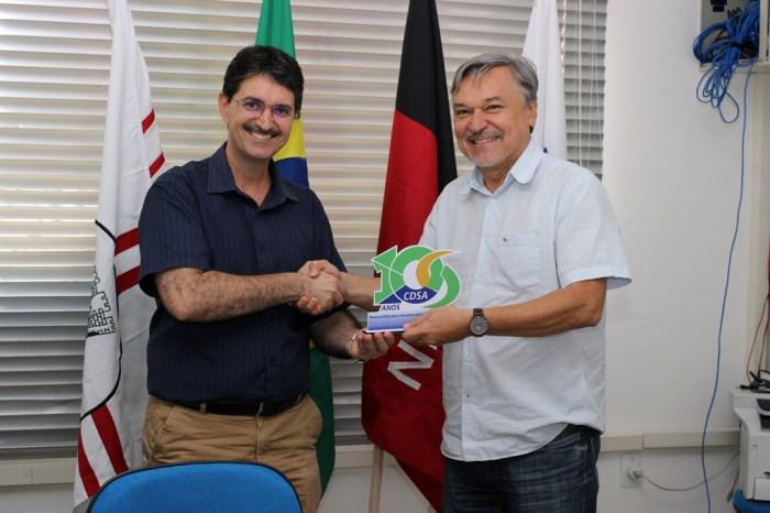 Professor que contribuiu para as primeiras atividades no CDSA recebe homenagem