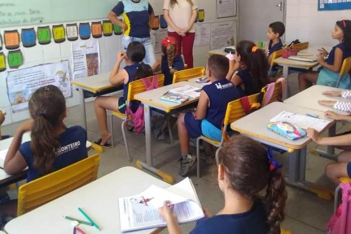Prefeita Anna Lorena se engaja em projeto contra evasão escolar em visita à Escola Municipal