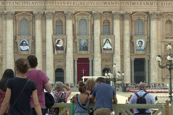 Milhares de brasileiros estão em Roma para canonização