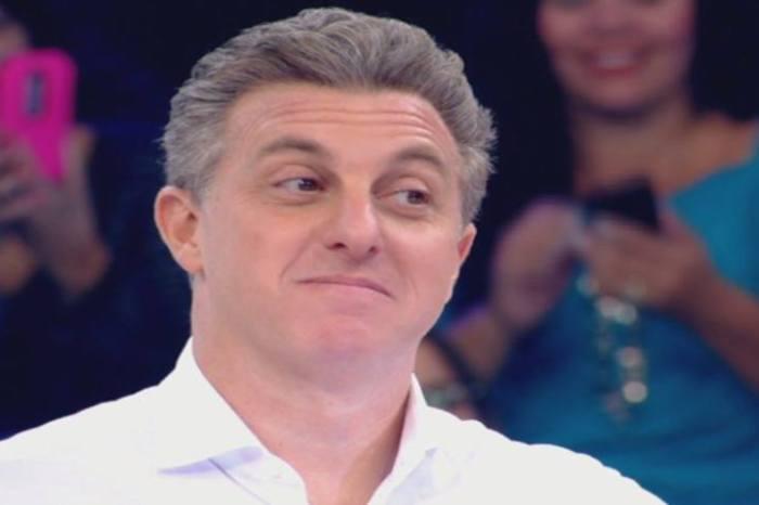 Luciano Huck informa que não emprestou avião a Lula