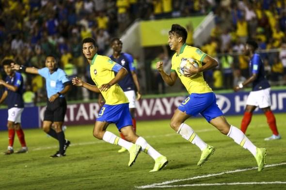 Brasil ganha da França e vai à final do Mundial