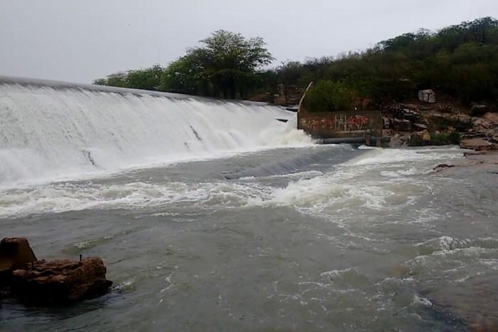 TRANSPOSIÇÃO: Barragem de São José sangra e águas seguem para Poções, em Monteiro
