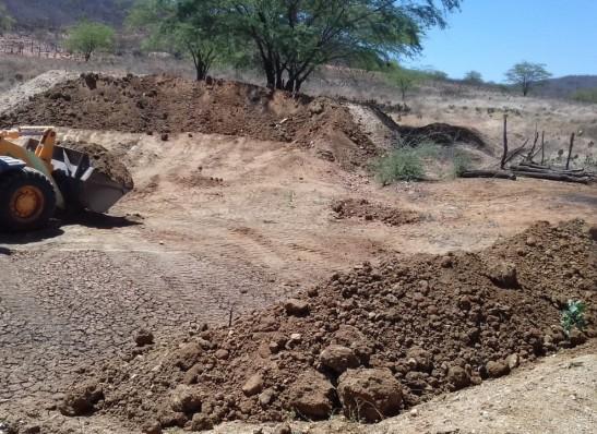 Secretaria de Agricultura de Monteiro realiza serviços na comunidade dos Brêdos
