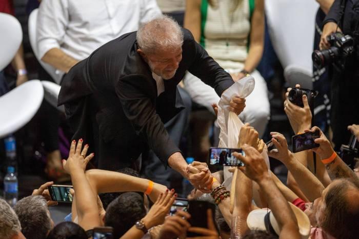 Lula prega polarização e diz que não dá para ficar no meio do caminho