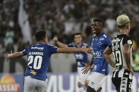Cruzeiro deixa zona do rebaixamento