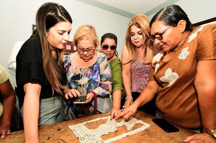 Lorena anuncia mais uma parceria com o Estado e Monteiro ganha Centro de Artesanato