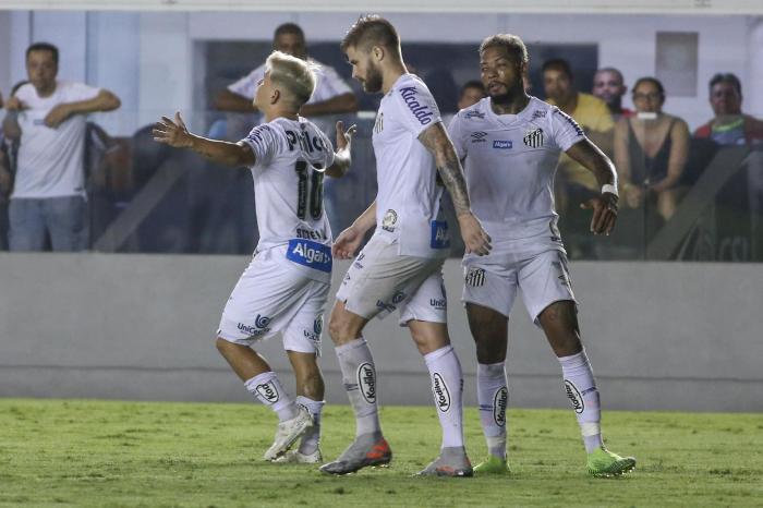 Ataque deslancha e deixa Santos próximo a Libertadores