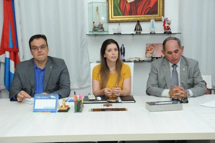 Lorena recebe prefeitos do Cariri e representantes do MPPB para discutir extinção dos lixões