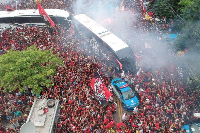 Jornais argentinos repercutem festa da torcida do Flamengo