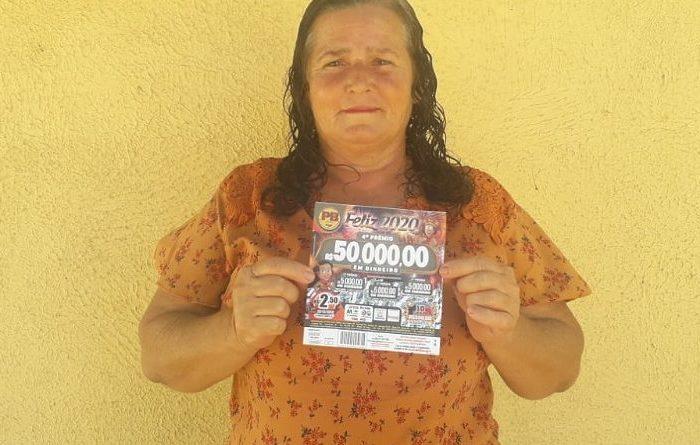 Vendedora de bala de Monteiro ganha prêmio de R$ 25 mil em sorteio de título de capitalização