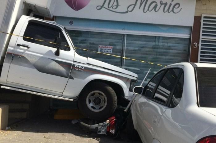 Homem morre após ser atingido por caminhão desgovernado