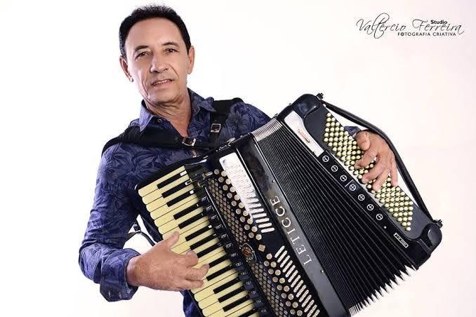 Morre, aos 67 anos, o cantor e compositor Dejinha de Monteiro