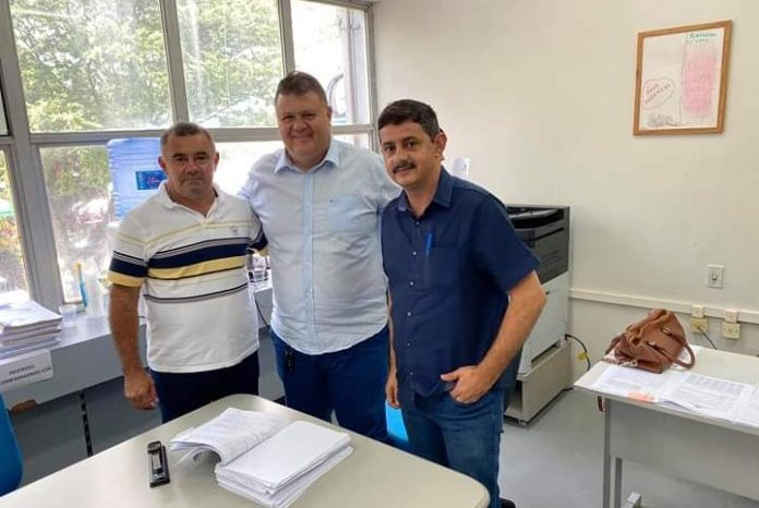 Prefeito assina convênio com Estado para construção de quadra na zona rural de Boa Vista
