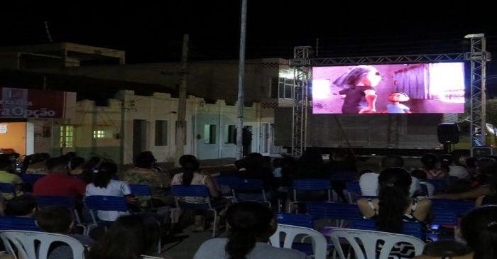 Oficina de cinema e exibição de filme marca o primeiro dia do Caraúbas Cultural