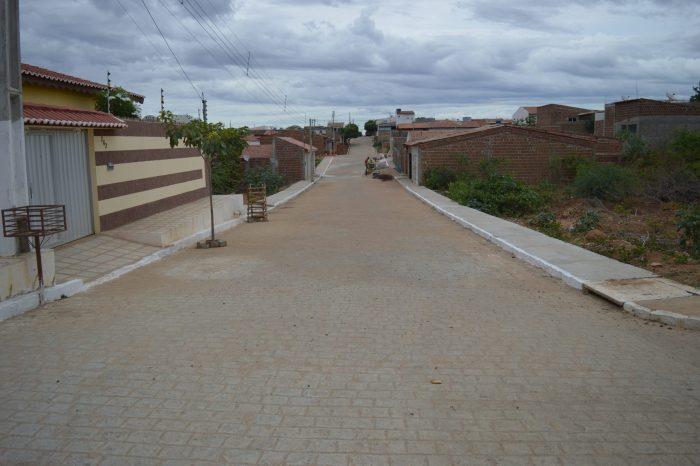 Prefeito Éden Duarte garante mais recursos para pavimentação de ruas em Sumé