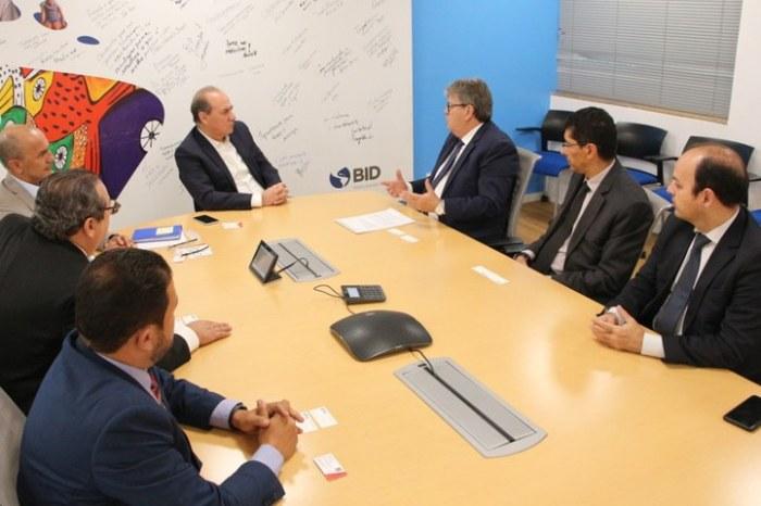 João Azevêdo discute investimentos para a saúde da Paraíba
