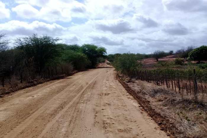 MONTEIRO: Prefeitura recupera mais seis estradas e melhora mobilidade para o homem do campo
