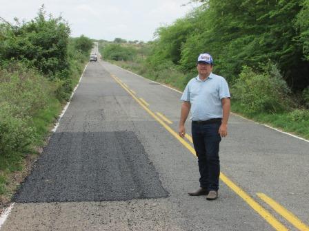 Através de solicitação da Prefeitura de Gurjão, DER realiza recuperação da PB-176