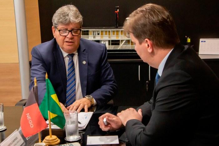 João Azevêdo pleiteia conclusão de obras hídricas no MDS