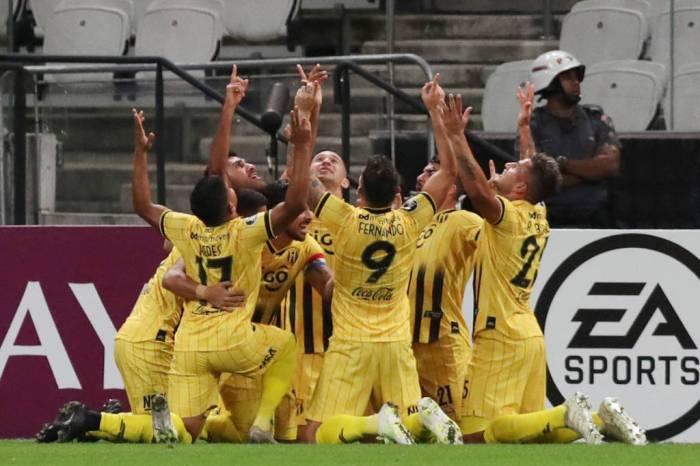 Corinthians cai em Itaquera pela 4ª vez e é eliminado da Libertadores