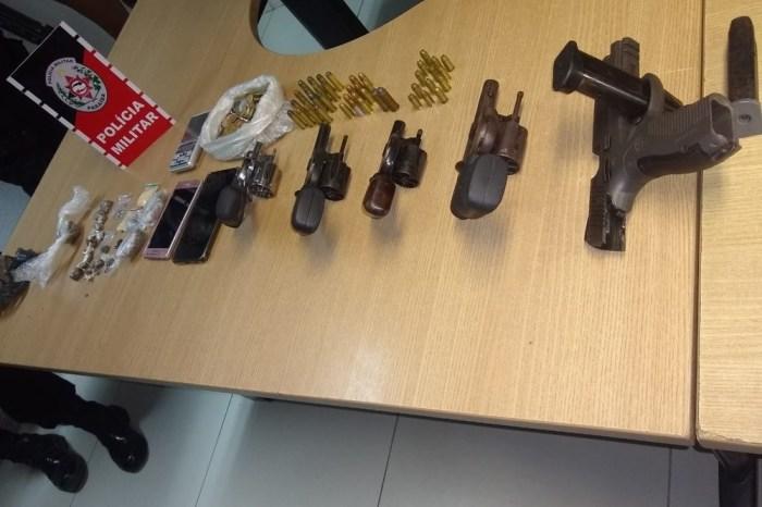 Cinco pessoas são presas suspeitas de tiroteios e tráfico de drogas