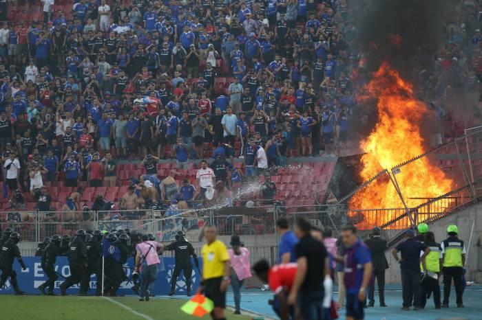 Inter empata no Chile em jogo da Libertadores com fogo na arquibancada