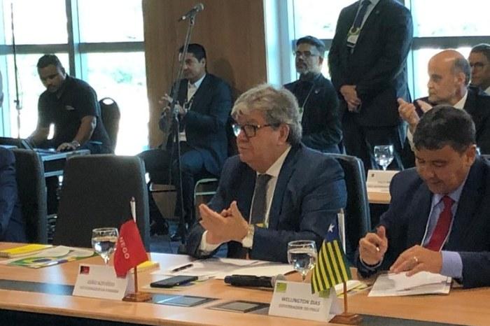 João Azevêdo discute tributação dos combustíveis no Fórum de Governadores