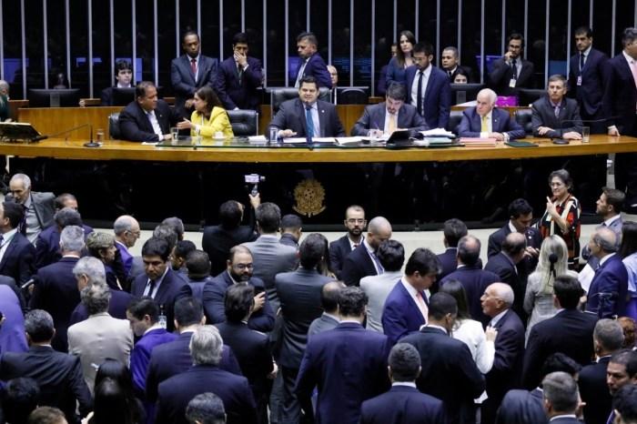 Impasse: Alcolumbre adia votação sobre o orçamento impositivo para terça