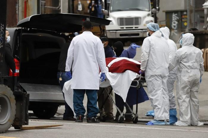 Mortes por Covid-19 nos EUA e na França passam as da China
