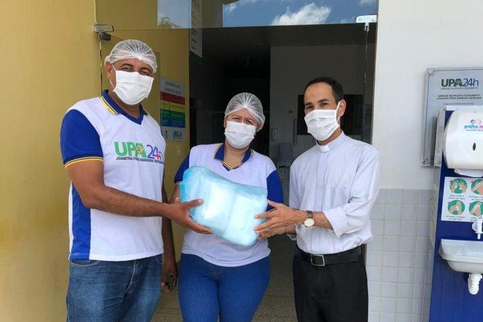 Paróquia de Monteiro faz doação de máscaras ao Hospital Regional Santa Filomena e UPA