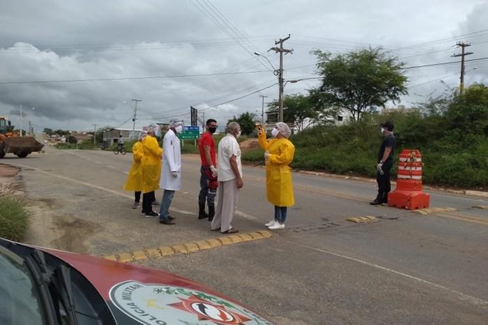 Prefeitura de Sumé realiza barreiras sanitárias nas entradas de acesso ao município