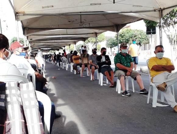 Organização de filas com auxílio da Prefeitura de Monteiro é elogiada por usuários da CEF