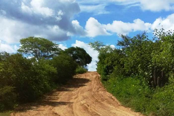 Prefeitura recupera estradas da zona rural na Malhadinha, Pau Ferro, Amaro e Tingui