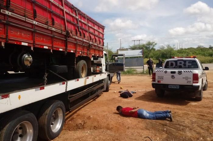Meia tonelada de droga escondida em carga de melão é apreendida no Cariri paraibano