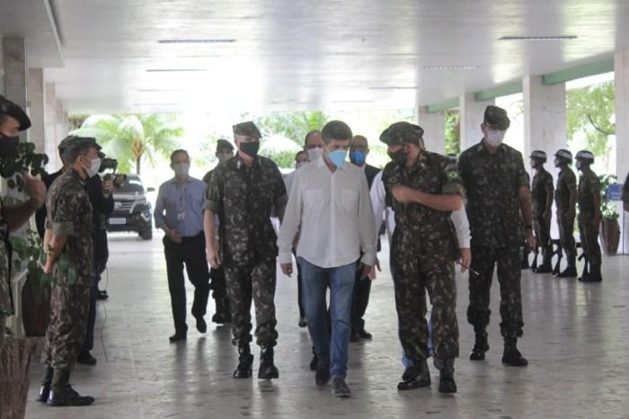 Ministro da Saúde visita hospitais em Manaus e se reúne com militares