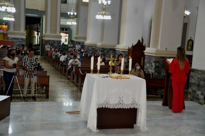 Anna Lorena encerra programação de aniversário do município participando da missa na Matriz