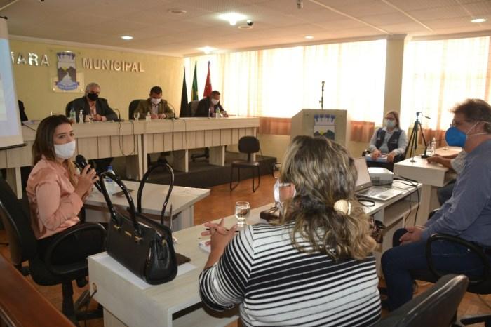 Prefeita, vice e Secretárias de Saúde de Monteiro recebem moção de aplausos unânime