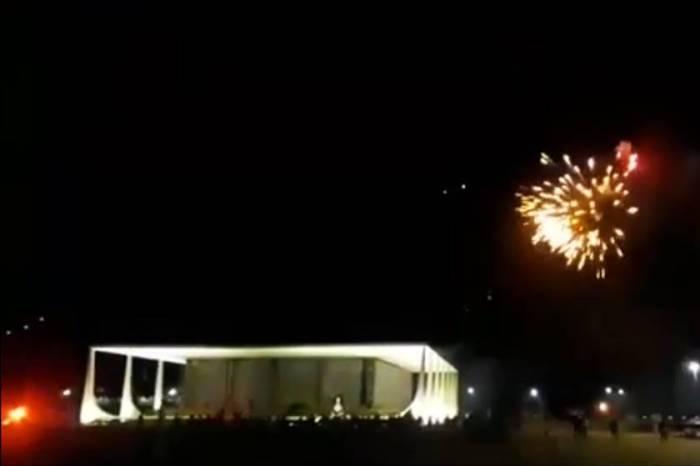 PGR instaura procedimento para apurar ataque com fogos de artifício ao STF