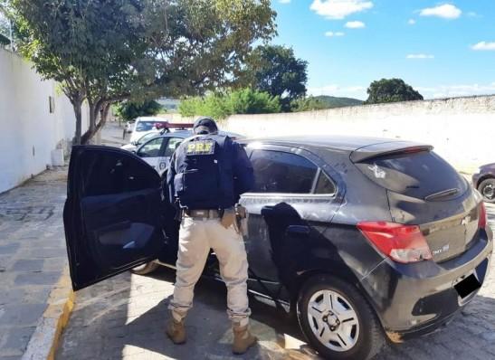 MOÍDOS DA REDAÇÃO: Motorista é preso pela PRF no Cariri com carro de locadora nunca devolvido nem pago
