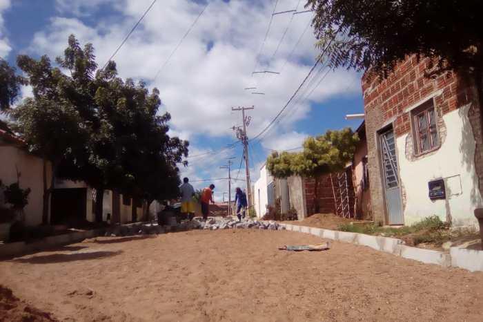 Prefeitura inicia pavimentação da Vila do Açude beneficiando mais de 50 famílias