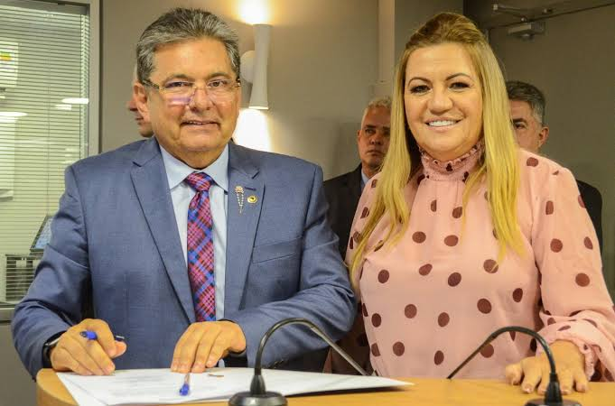 MOÍDOS DA REDAÇÃO: Adriano anuncia pré-candidatura de Eliane Galdino à prefeita de Pocinhos