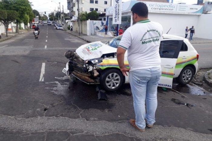 Veículo de Prefeitura de cidade do Cariri se envolve em acidente na cidade de Campina Grande