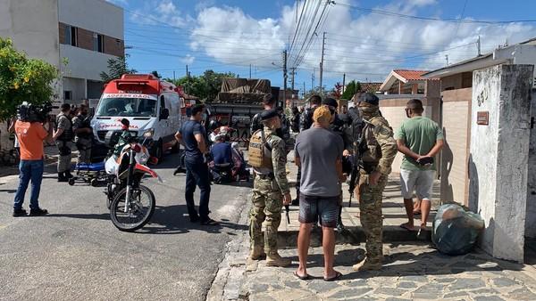 Homem tenta assaltar policial militar e é baleado na capital