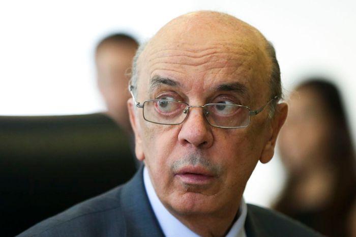 Juiz suspende andamento de ação em que José Serra é réu