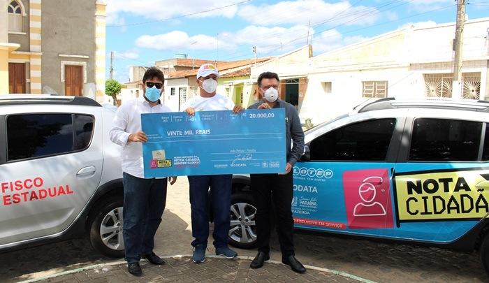 Nota Cidadã entrega prêmio especial ao ganhador de R$ 20 mil em Caturité, no Cariri