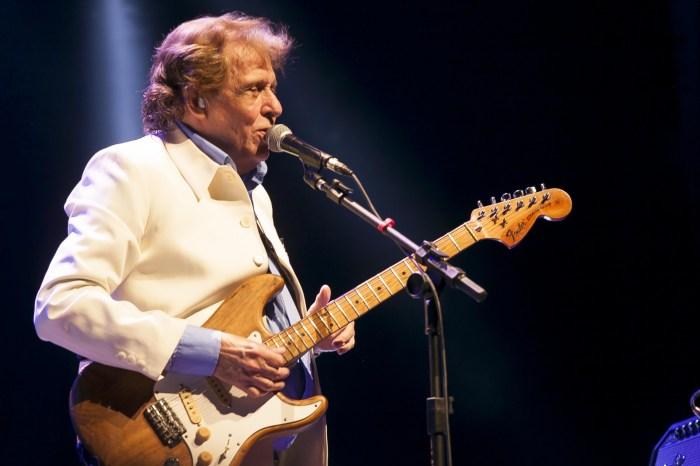 Morre Renato Barros, vocalista da banda 'Renato e Seus Blue Caps'