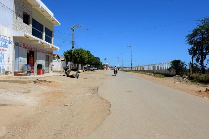 Monteiro ganha iluminação do Feitosão e pavimentação no acesso a feira de animais