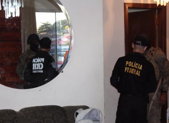 PF cumpre dois mandados na PB em operação contra facção criminosa